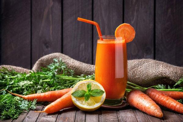 Nước ép cần tây và cà rốt giảm cân
