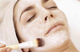 5 Cách làm mặt nạ sữa chua không đường trị mụn hiệu quả nhất
